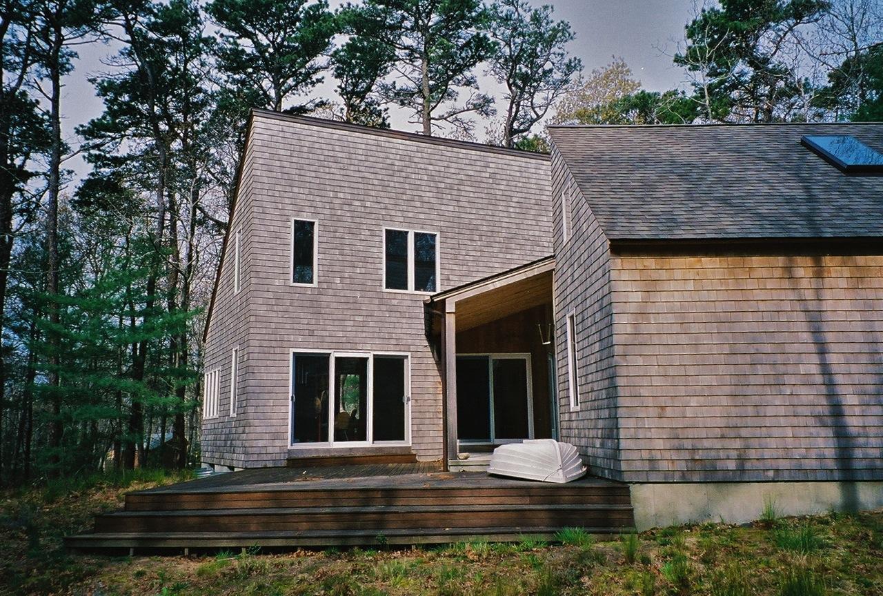 Portanimicut a modern minimalist cape cod house for Modern cape cod house